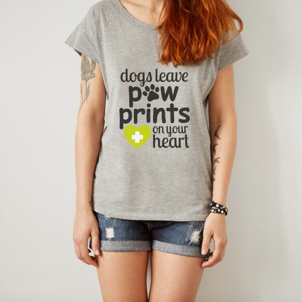 Dogs leave pawprints on your heart   T-shirt